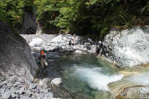 リニア工事により渇水期には8割の減水を試算している小河内沢(2015年6月28日撮影)